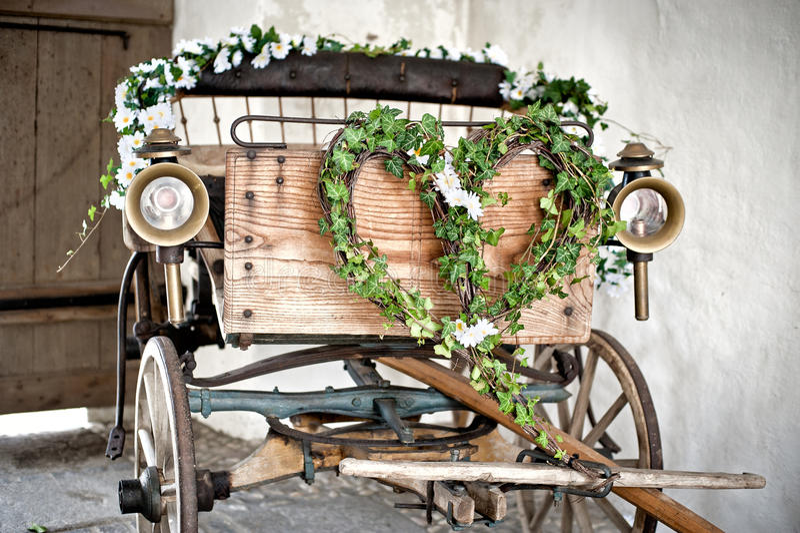 Chariot en bois de mariage photo libre de droits
