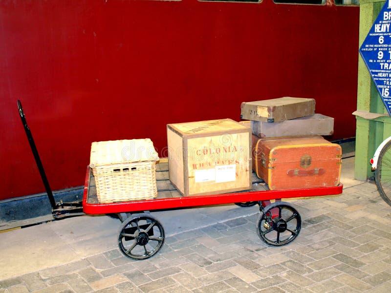 Chariot plat à portier ferroviaire. photographie stock libre de droits