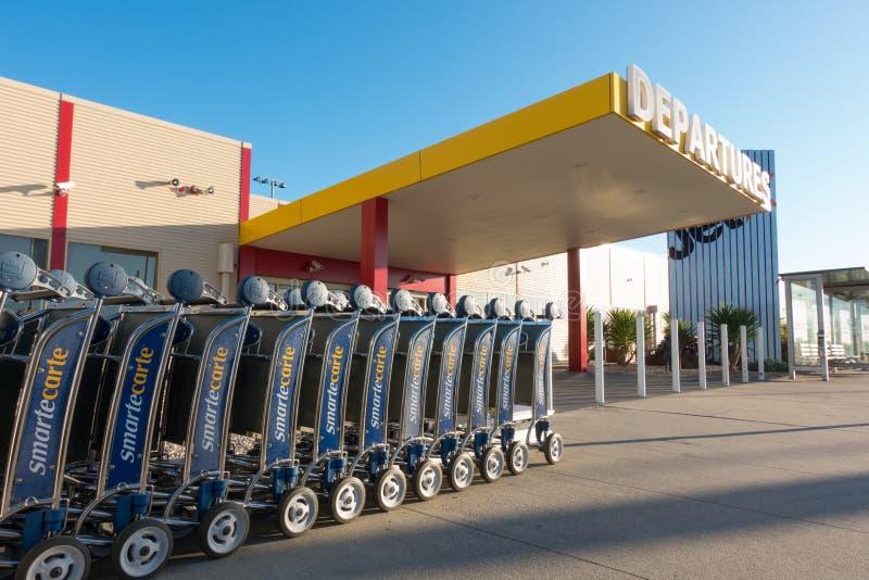 Download Chariot Pour Le Bagage à L'aéroport Photo stock éditorial - Image du déviation, fond: 76089568