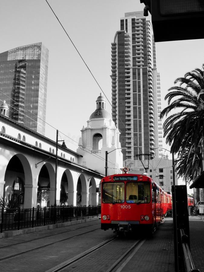 Chariot rouge de San Diego, en dehors de la gare images libres de droits