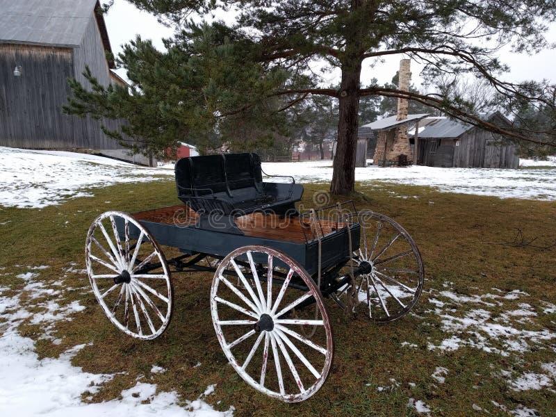 Chariot rustique de ferme photo libre de droits