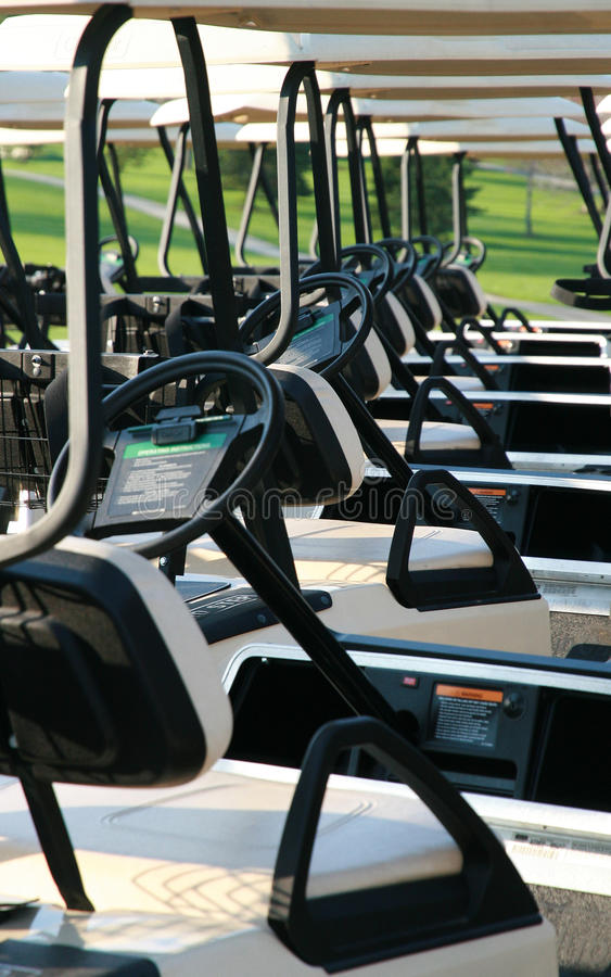 Chariots de golf images libres de droits