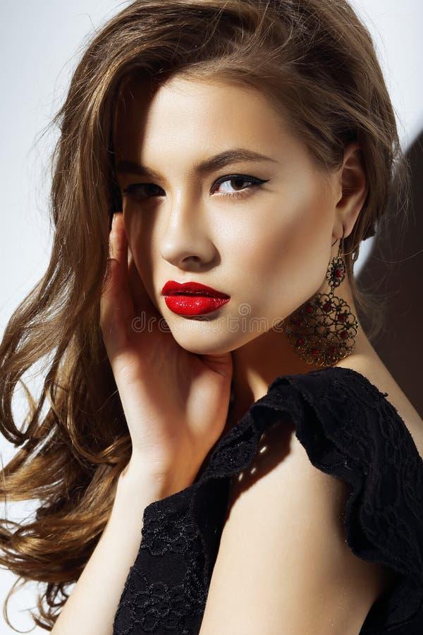 charisma Donna aristocratica splendida con il labbro rosso fotografia stock libera da diritti