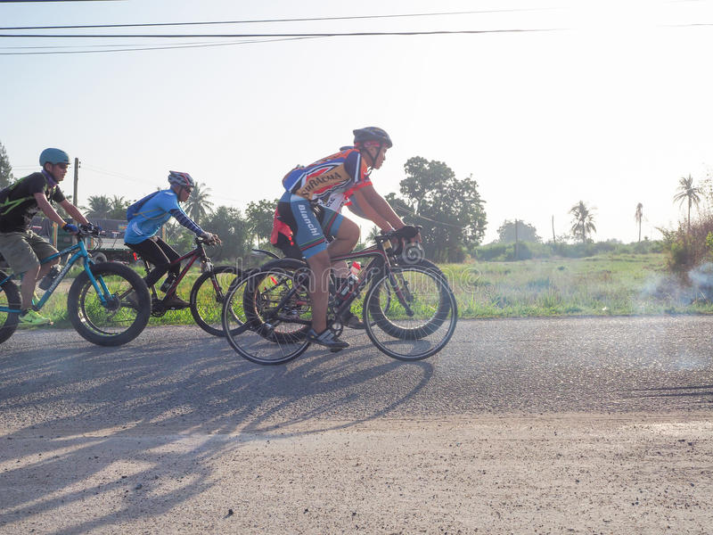 Download Charité de recyclage photo éditorial. Image du vélo, cycle - 76076646