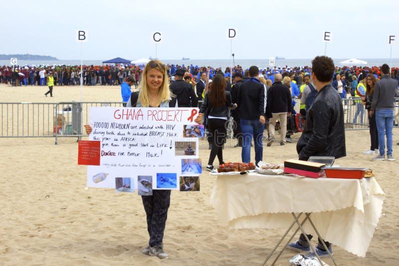 Charité pour la campagne de l'Afrique sur la plage Bulgarie de Varna photos libres de droits