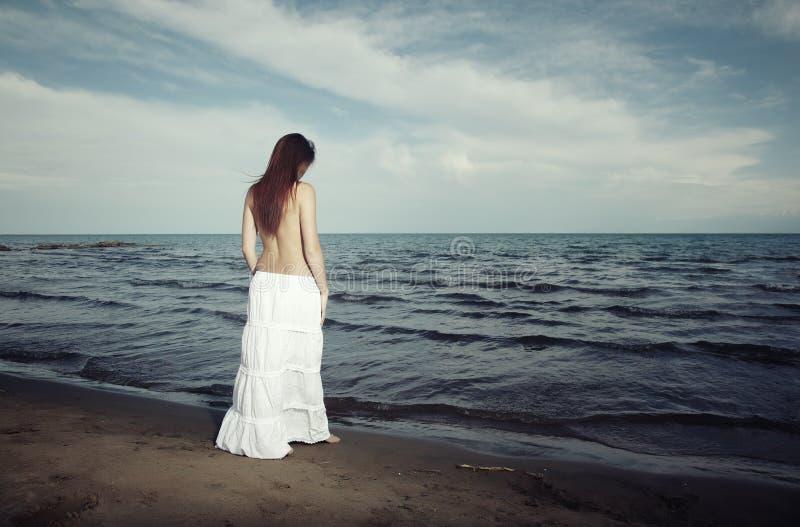 Charla con el mar foto de archivo libre de regalías