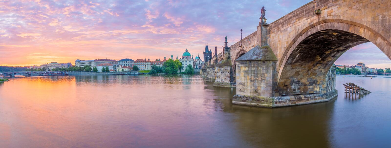 Charles Bridge av Prague royaltyfri fotografi