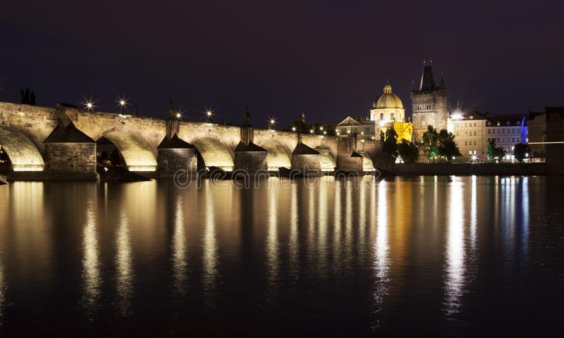 Charles Bridge en Praga fotos de archivo