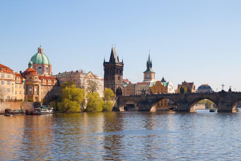 Charles Bridge en Praga en la primavera foto de archivo libre de regalías