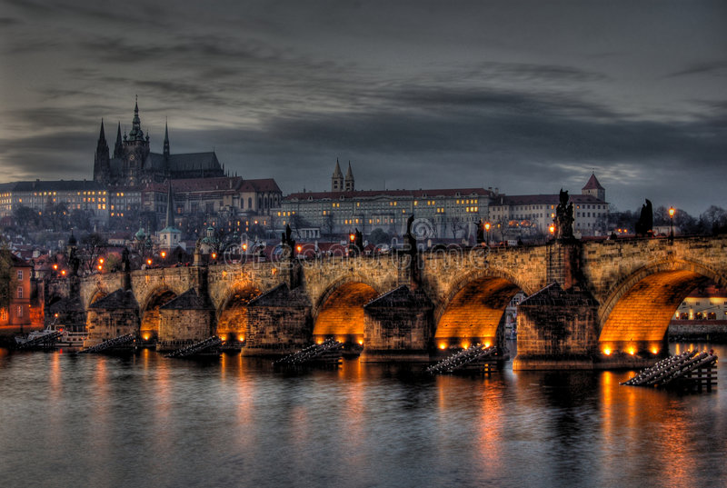 Charles Bridge, Hradcany, en het Kasteel van Praag stock afbeelding