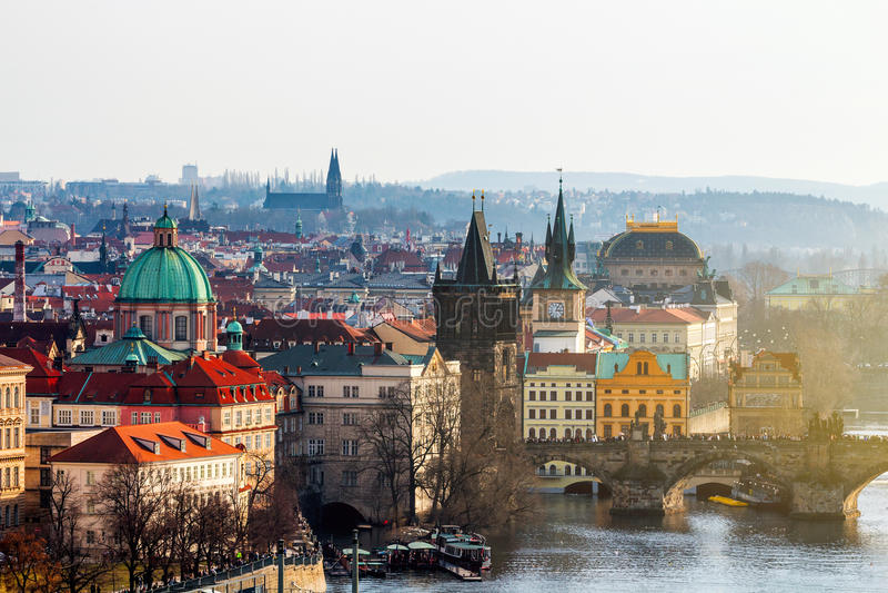 Charles Bridge (Karluv het meest) en Lesser Town Tower, Praag in wi royalty-vrije stock afbeelding
