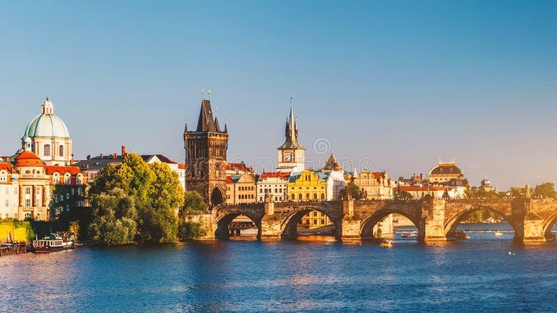 Charles Bridge Karluv Most en Lesser Town Tower, Praag, Czec royalty-vrije stock foto's