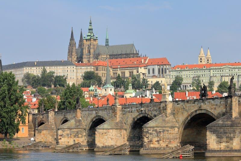 Charles Bridge Karluv più e st Vitus Cathedral, Praga republika del ¡ di Ceskà di Praga, repubblica Ceca fotografia stock libera da diritti