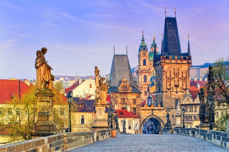 Charles Bridge nella vecchia città di Praga, repubblica Ceca fotografie stock libere da diritti