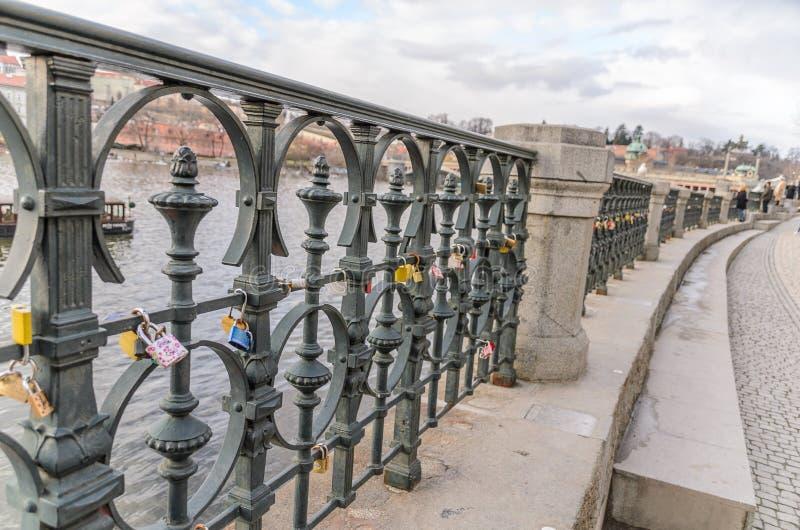 Charles Bridge Padlocks Karluv Most fotografia stock libera da diritti