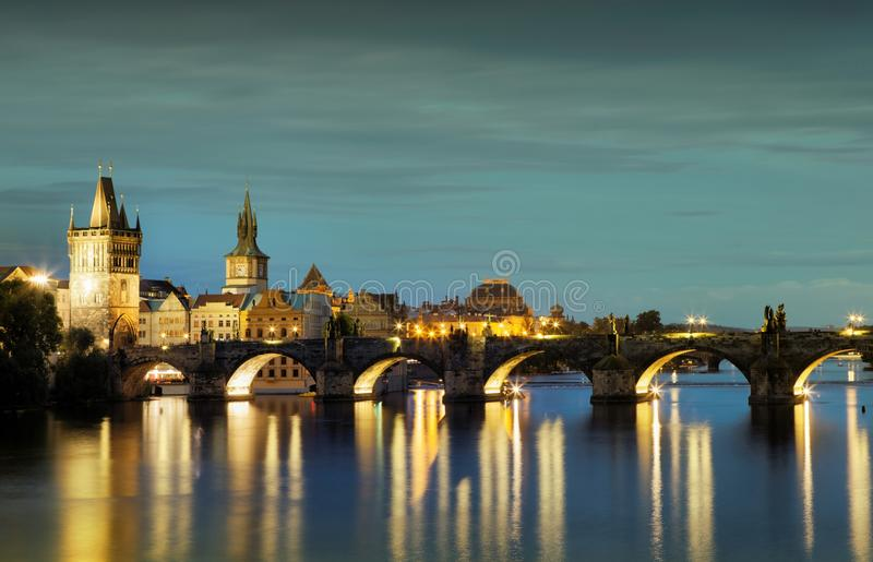 Charles Bridge in Praag royalty-vrije stock foto's