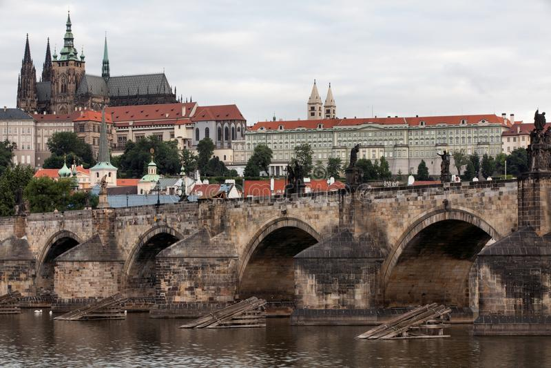 Charles Bridge in Praag royalty-vrije stock foto