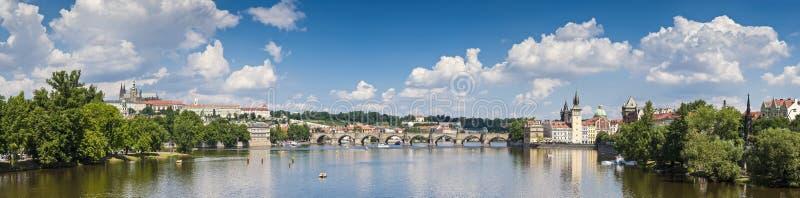 Charles Bridge, Praag in de Zomer stock afbeelding