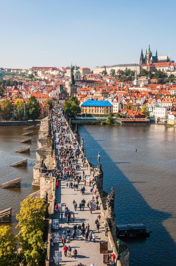 Download Charles-brug, Praag redactionele fotografie. Afbeelding bestaande uit bohemen - 39114957