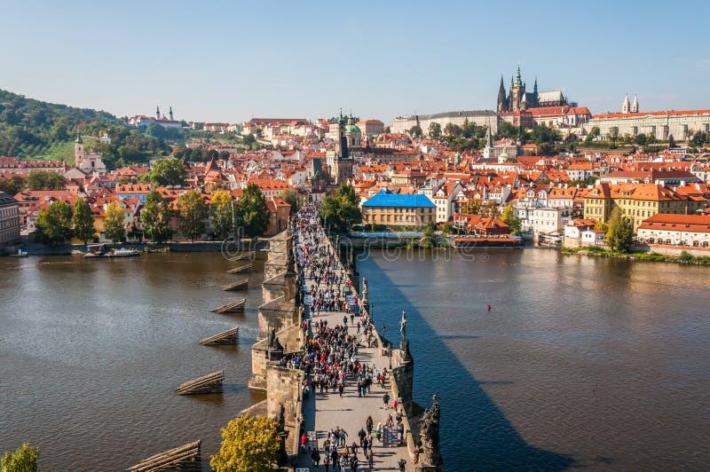 Download Charles-brug, Praag redactionele stock afbeelding. Afbeelding bestaande uit romantisch - 39114959
