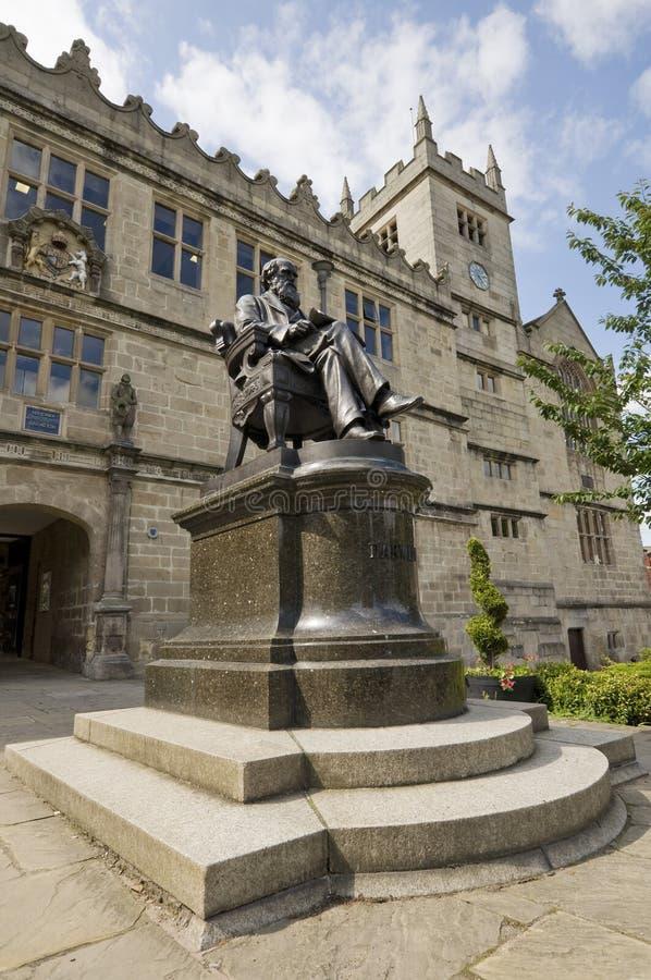 Charles Darwin monument s royaltyfri bild