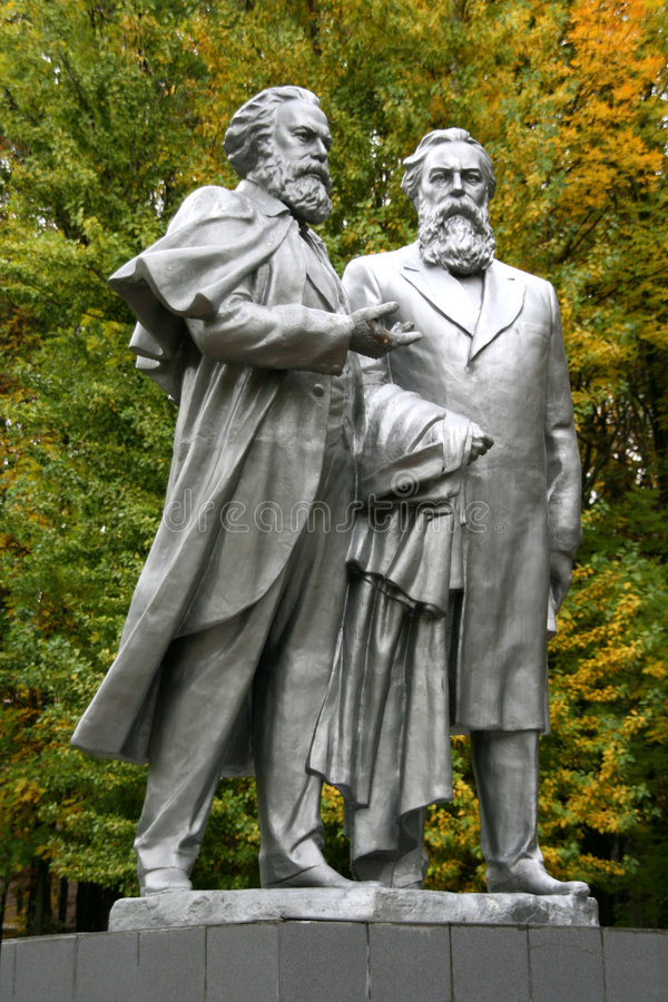 charles engels fridrihmarx monument till royaltyfria bilder