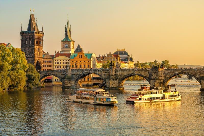 Charles most i architektura stary miasteczko w Praga zdjęcia royalty free