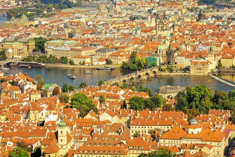Charles most na Vltava rzece w Praga zdjęcie stock