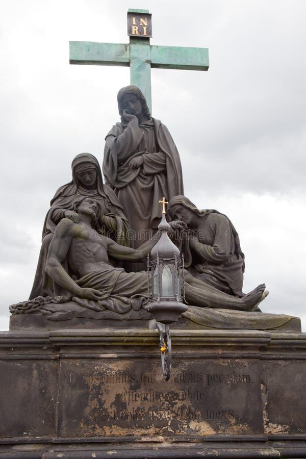 Charles most, rzeźba Pieta biadolenie Chrystus zdjęcie stock