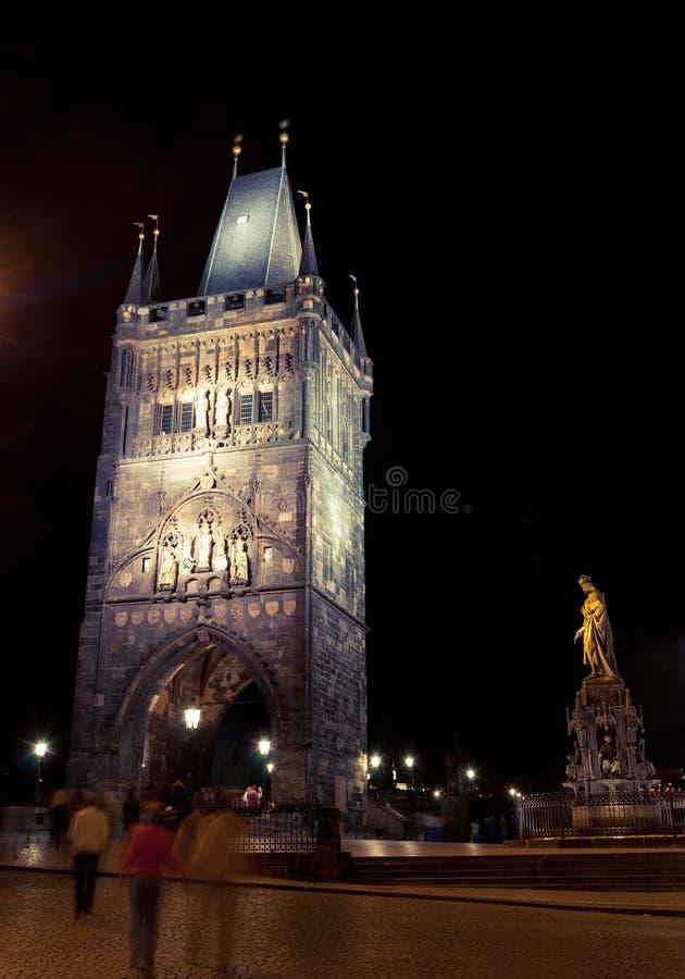 Charles mosta wierza przy nocą, Praga zdjęcie stock