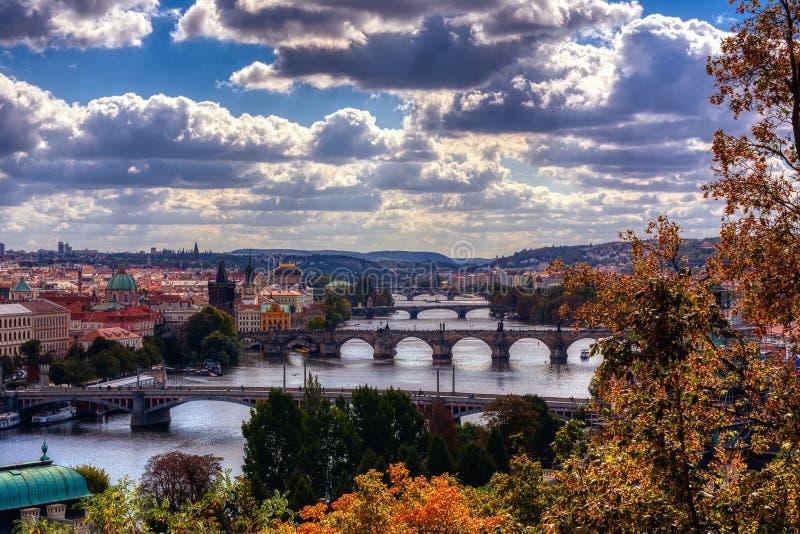 Charles przerzuca most najwi?cej przy wschodem s?o?ca, Karluv, Praga w zimie, republika czech obrazy stock