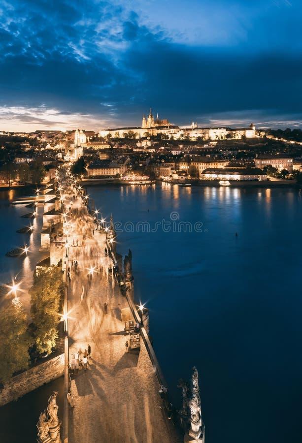 Charles StVitus i mosta katedra, evening widok fotografia stock