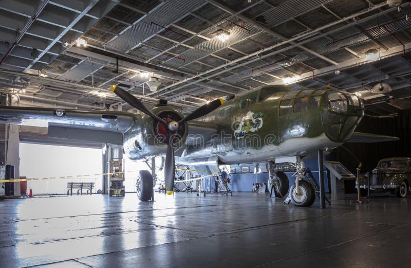 Charleston, Carolina del Sur, Estados Unidos, noviembre de 2019, un B25 Mitchell en la cubierta hangar del yorktown ruso imagen de archivo libre de regalías