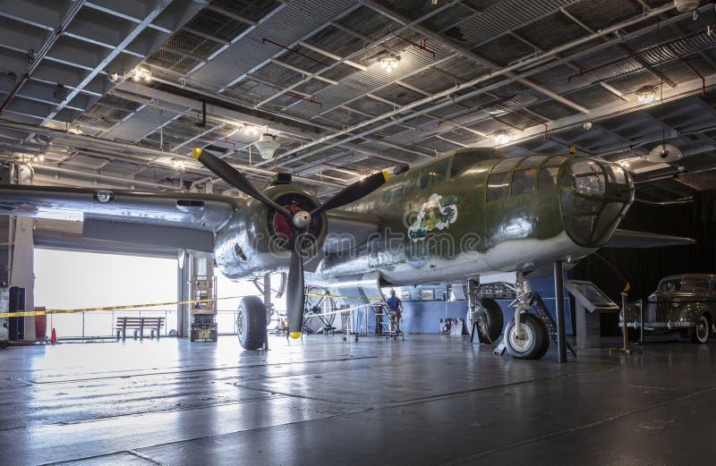 Charleston, Carolina del Sur, Estados Unidos, noviembre de 2019, un B25 Mitchell en la cubierta hangar del yorktown ruso fotografía de archivo libre de regalías