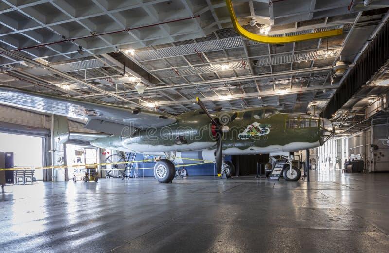 Charleston, Carolina del Sur, Estados Unidos, noviembre de 2019, un B25 Mitchell en la cubierta hangar del yorktown ruso foto de archivo