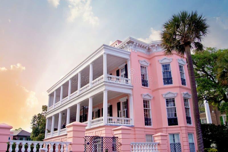 Charleston Mansion cor-de-rosa imagens de stock