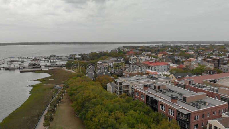 CHARLESTON, SC - 7 DE ABRIL DE 2018: Skyline aérea de Charleston Th imagens de stock