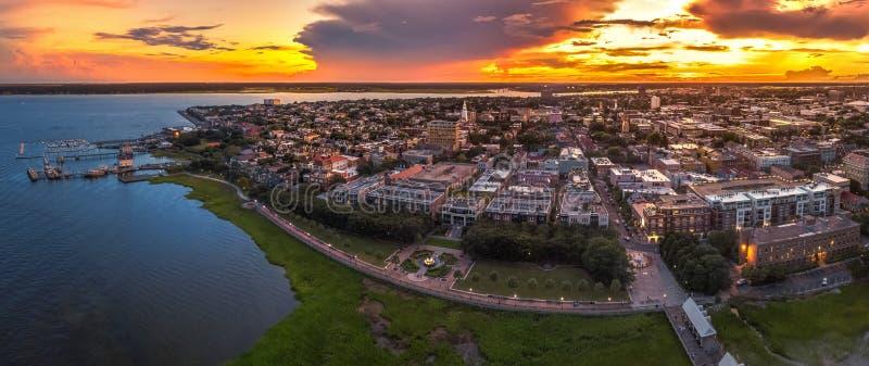 Charleston, SC linia horyzontu podczas zmierzchu obrazy stock