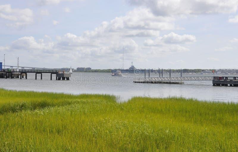 Charleston SC, Sierpień 7th: Bednarz rzeki krajobraz od Charleston w Południowa Karolina obraz royalty free