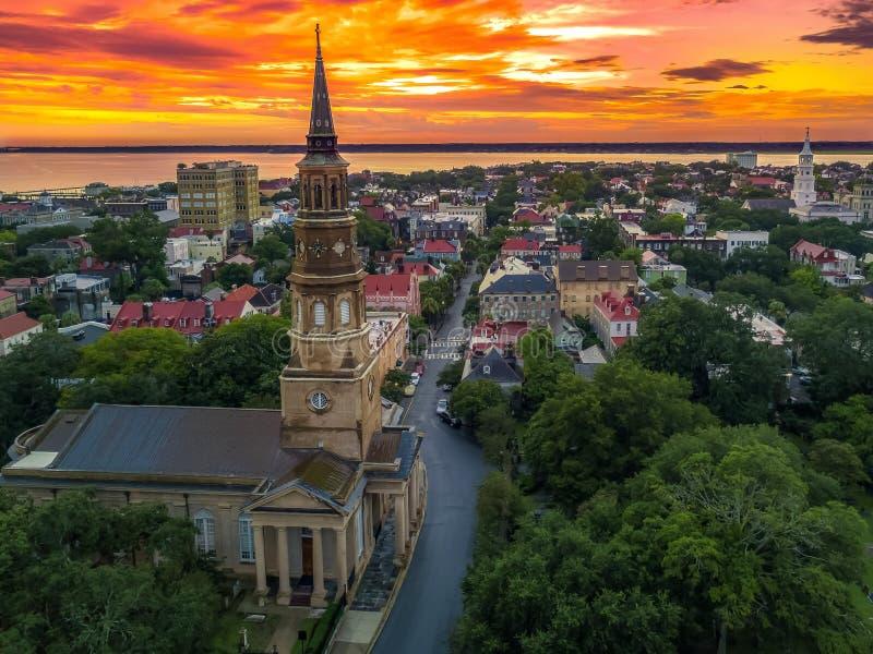 Charleston, skyline do SC durante o por do sol fotos de stock royalty free