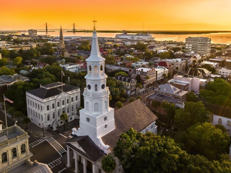 Charleston, skyline do SC durante o por do sol foto de stock royalty free