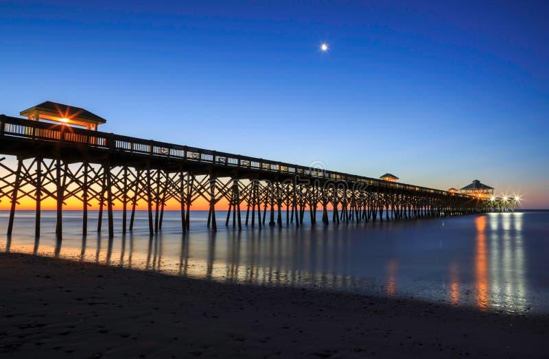 Charleston South Carolina Fishing Pier-Unsinnigkeits-Strand lizenzfreie stockfotografie