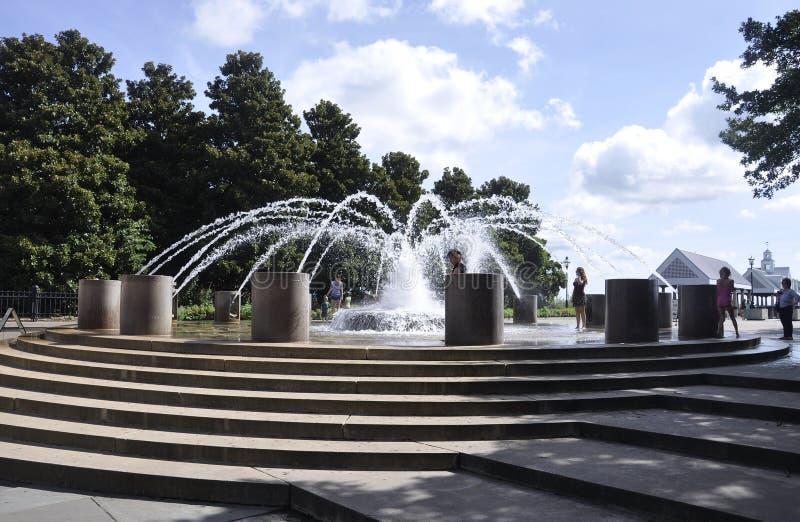 CharlestonSC, Augusti 7th: Springbrunnen i strand parkerar från charleston i South Carolina royaltyfri foto