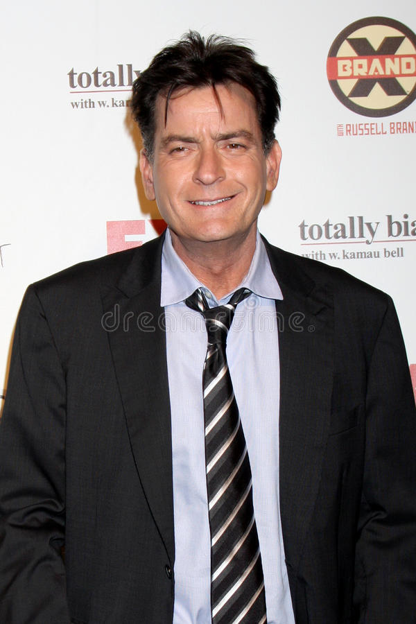 Charlie Sheen llega el partido de las comedias del verano de FX foto de archivo libre de regalías