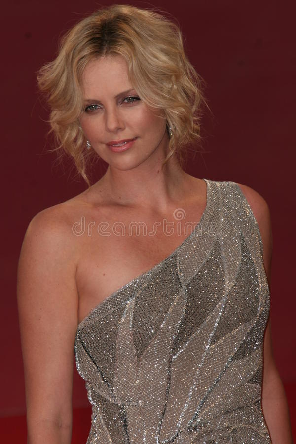 charlize theron royaltyfria foton