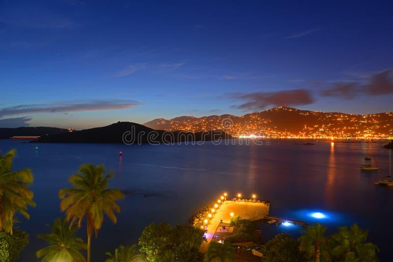 Charlotte Amalie på nattSt Thomas Island, USA arkivbilder