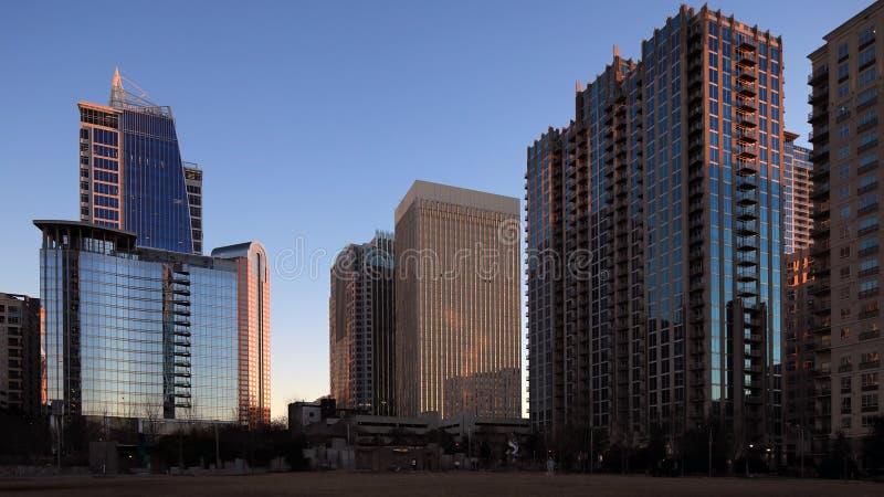 Charlotte, centro de los Estados Unidos por la noche imagen de archivo libre de regalías