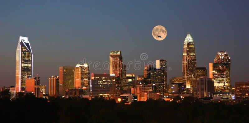 Charlotte City Skyline på solnedgången arkivbilder
