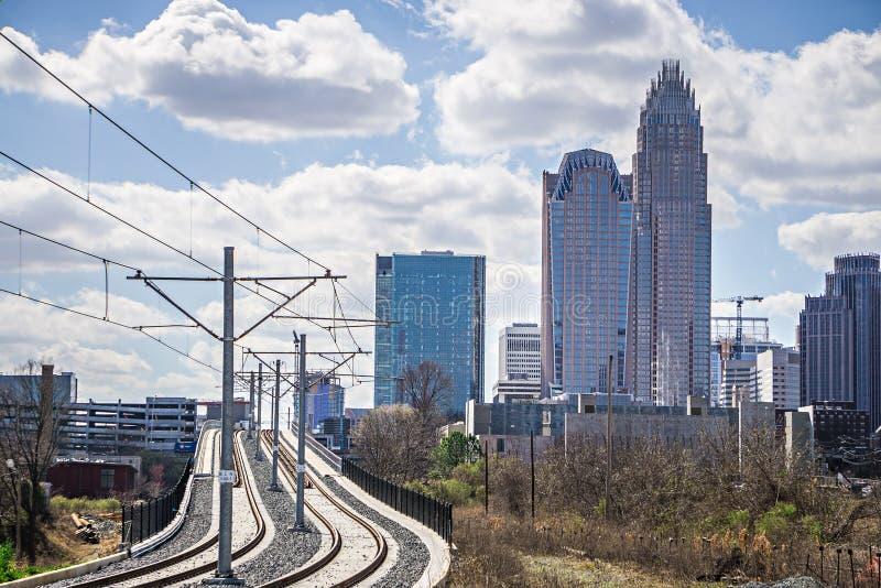 charlotte North Carolina stadshorisont och i stadens centrum arkivfoto