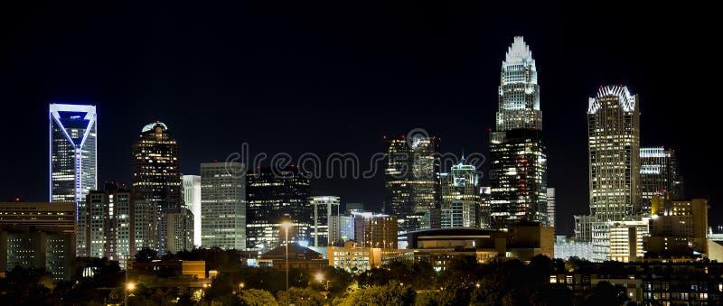 Charlotte Skyline en la noche foto de archivo libre de regalías